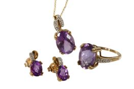 AN AMETHYST PENDANT NECKLACE, RING AND EARRING SUITE