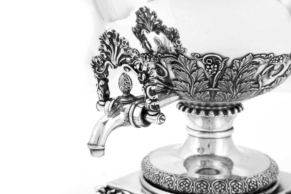 A fine George IV Old Sheffield Silver Plate 'six quart' tea urn, Sheffield circa 1820 by Kirkby, Wat - Image 5 of 8