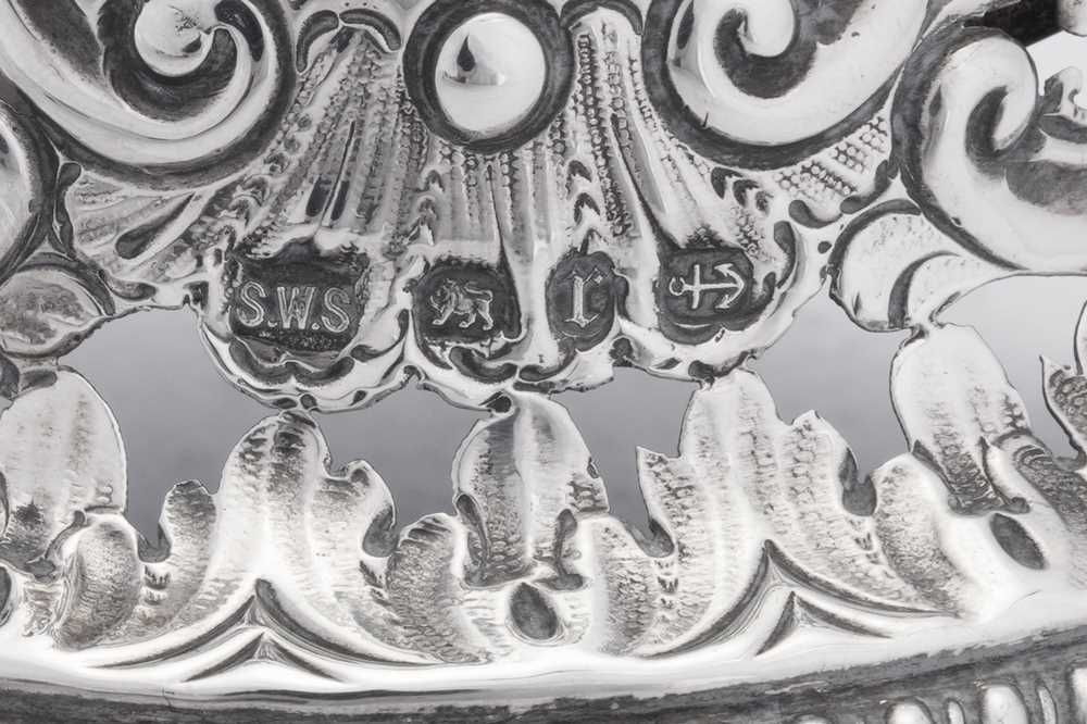 A Victorian sterling silver table bell, Birmingham 1891 by Samuel Walton Smith - Image 4 of 4