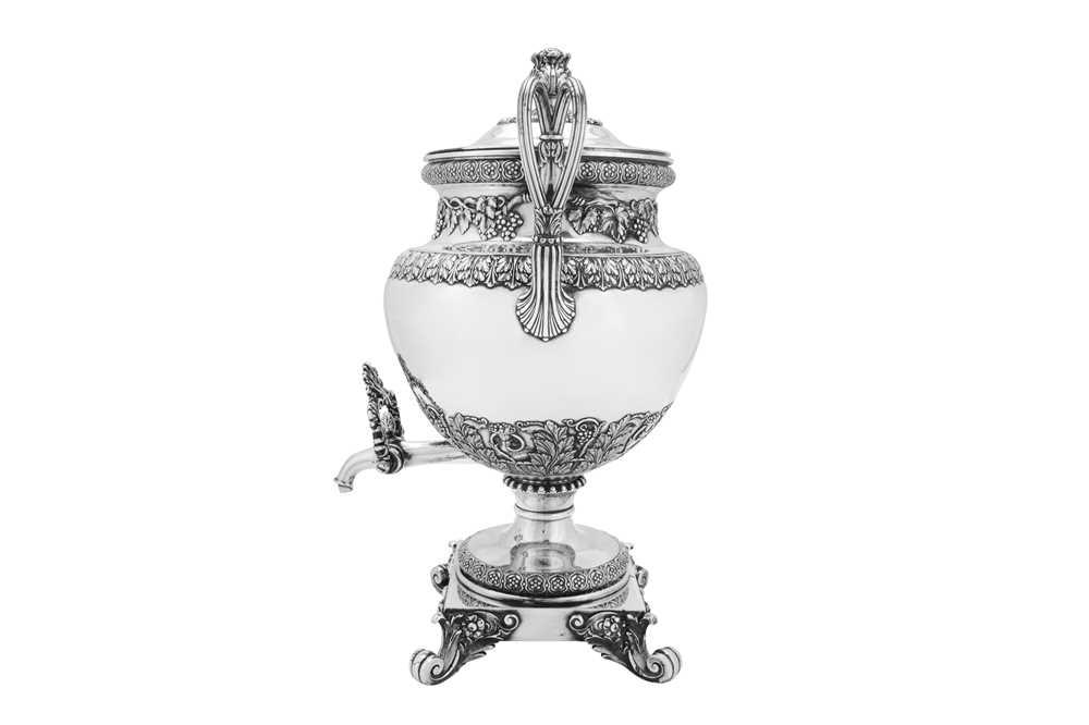 A fine George IV Old Sheffield Silver Plate 'six quart' tea urn, Sheffield circa 1820 by Kirkby, Wat - Image 3 of 8