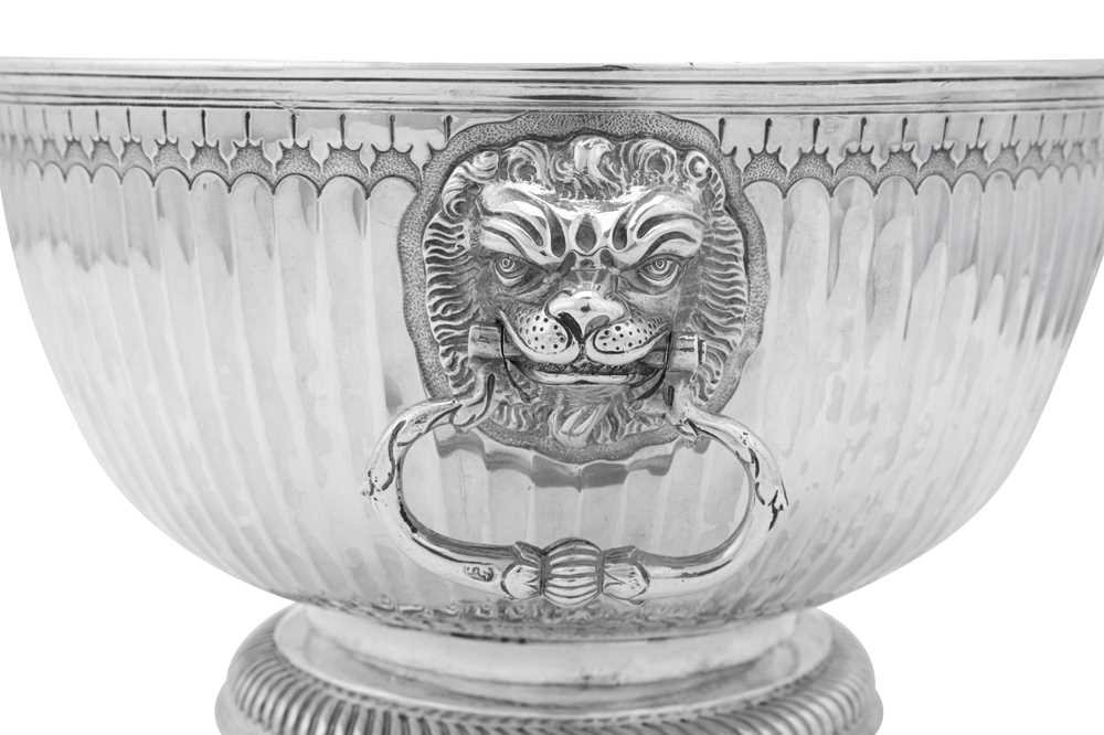 A William III Britannia standard silver monteith bowl, London 1699 by James Chadwick (reg. April 169 - Image 3 of 4