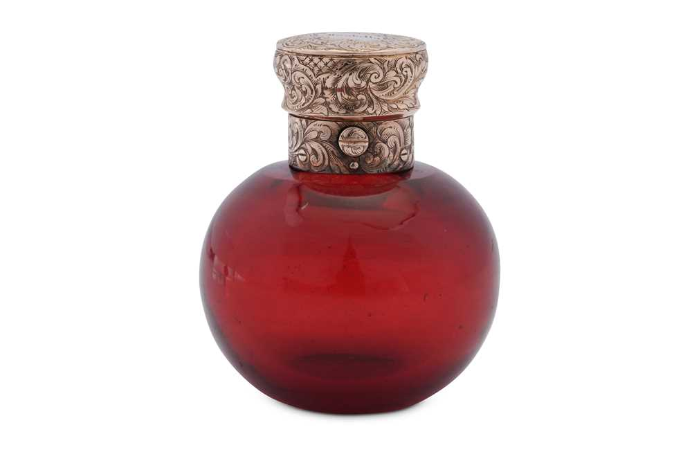 A Victorian unmarked gold mounted ruby glass scent bottle, London circa 1850 by Thomas Diller (1807- - Image 2 of 2