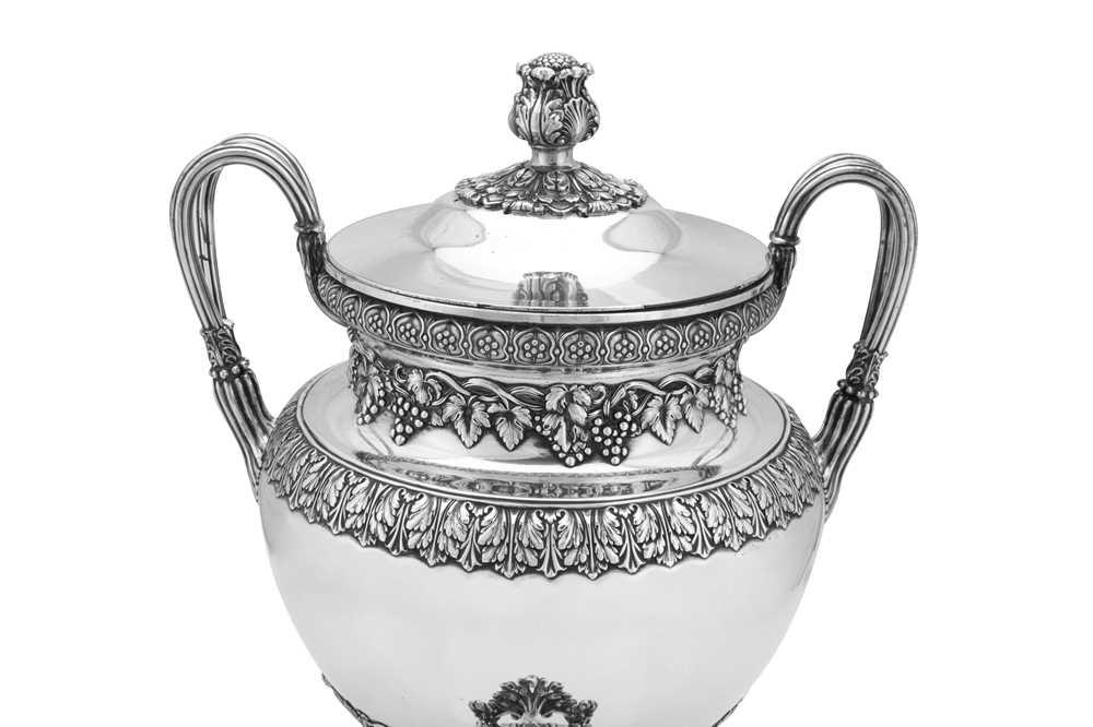A fine George IV Old Sheffield Silver Plate 'six quart' tea urn, Sheffield circa 1820 by Kirkby, Wat - Image 4 of 8