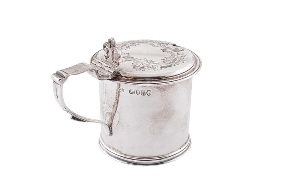 A Victorian sterling silver mustard pot, London 1865 by William Evans - Image 3 of 4