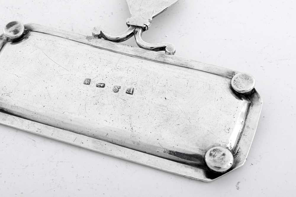 A George I sterling silver snuffers tray, London 1721 by Simon Pantin (this mark reg. 30th June 1720 - Image 3 of 3