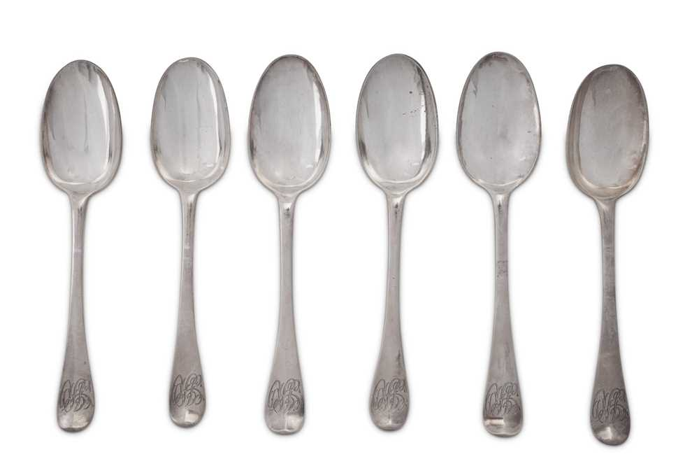 A matched set of six Queen Anne / George I Britannia standard silver tablespoons, three London 1708 - Image 2 of 3