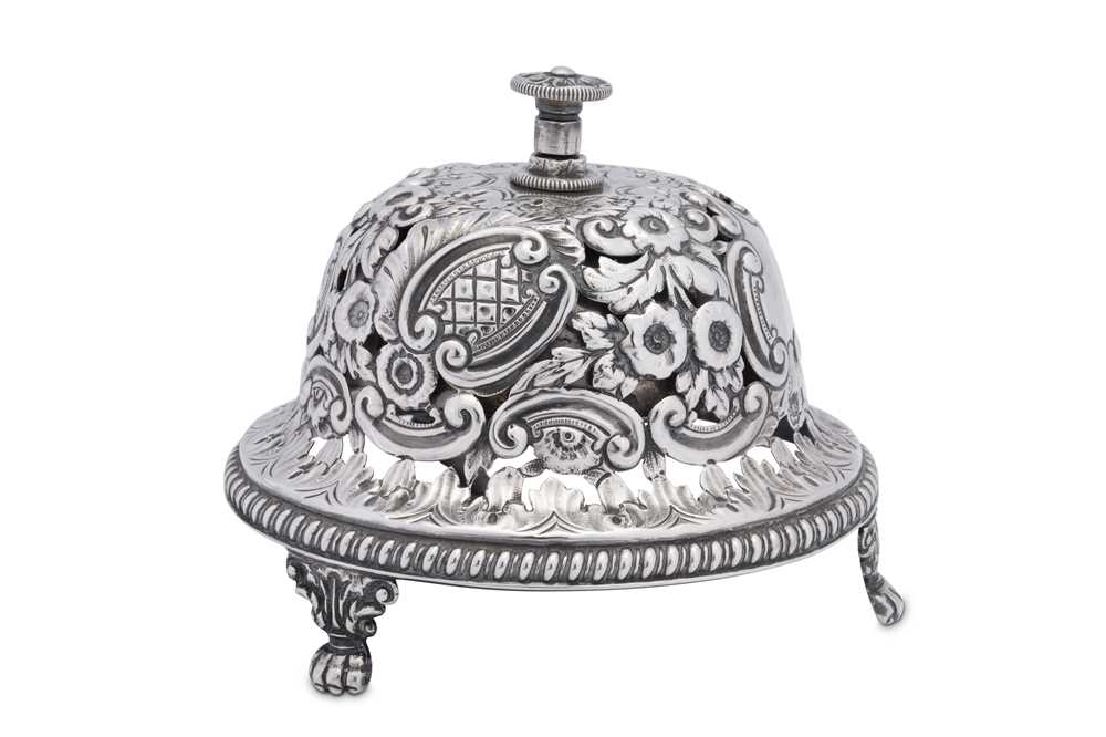 A Victorian sterling silver table bell, Birmingham 1891 by Samuel Walton Smith - Image 2 of 4