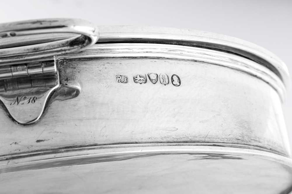 An unusual George IV sterling silver breakfast dish / plate warmer, London 1824 by Richard Sibley (t - Image 6 of 6