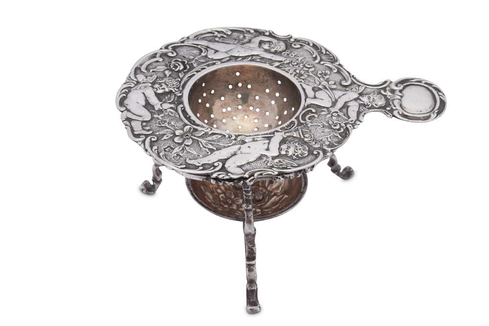 A late 19th century German cast 800 standard silver tea strainer on stand, Hanau circa 1890 by J.D. - Image 2 of 4