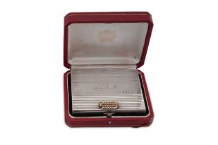 A mid-20th century French 950 standard silver and 18 carat gold mounted compact, Paris dated 1954, r