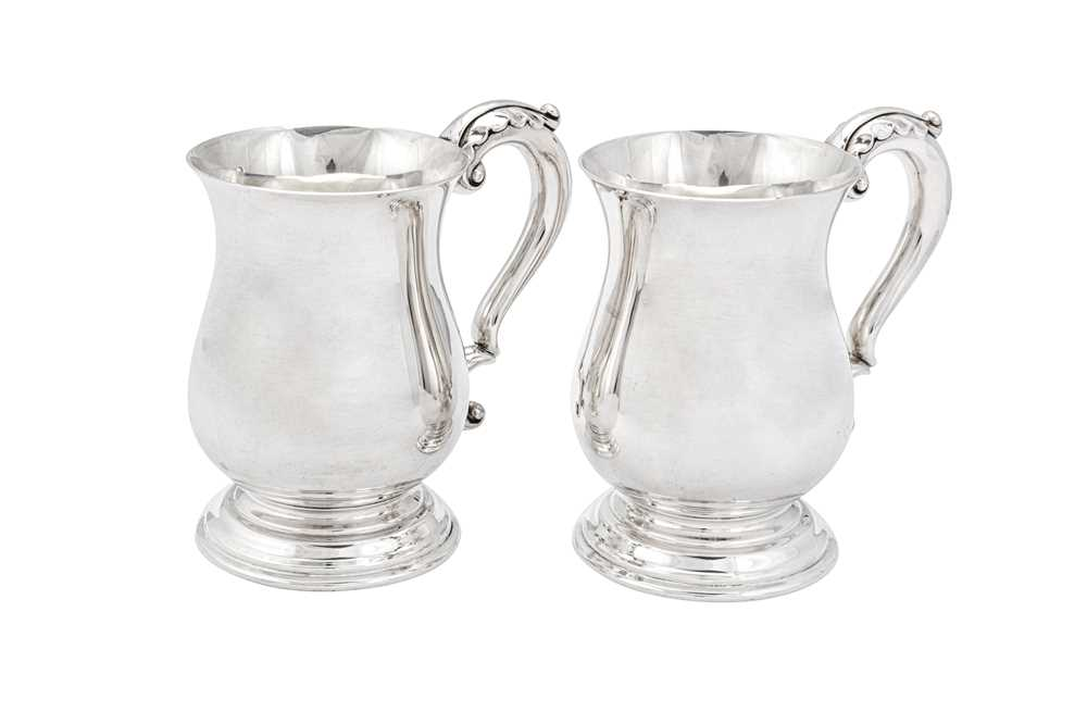 A pair of George VI sterling silver pint mugs, Sheffield 1950 by Stower & Wragg Ltd - Image 2 of 4