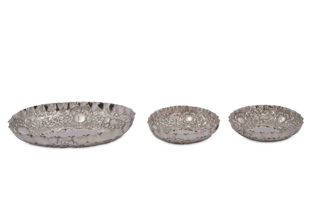 A cased set of Victorian sterling silver dishes, London 1891 by Josiah Williams & Co (George Maudsle - Image 2 of 2