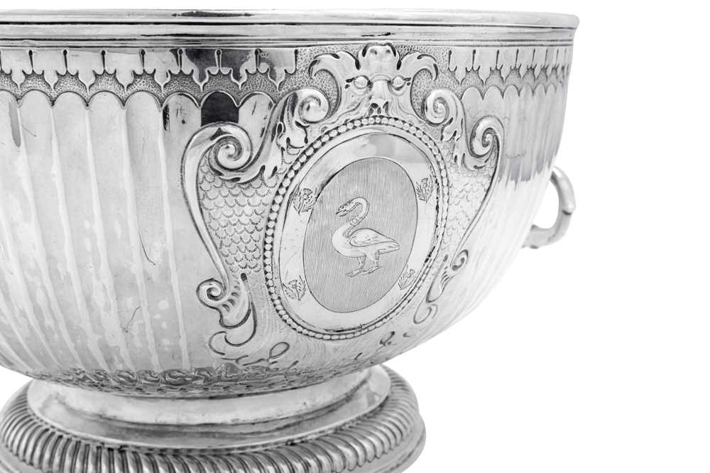 A William III Britannia standard silver monteith bowl, London 1699 by James Chadwick (reg. April 169 - Image 2 of 4