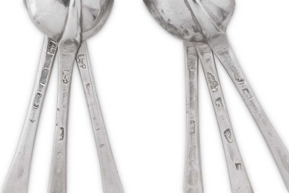 A matched set of six Queen Anne / George I Britannia standard silver tablespoons, three London 1708 - Image 3 of 3