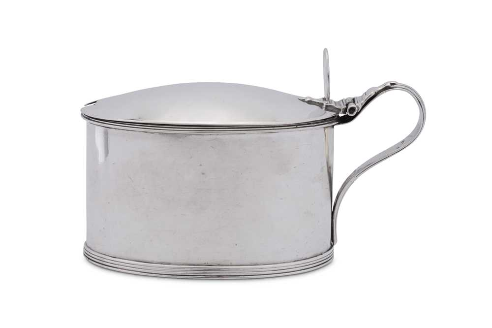 A George III sterling silver mustard pot, London 1796 by Robert Hennell (reg. 30th May 1772) - Image 4 of 4