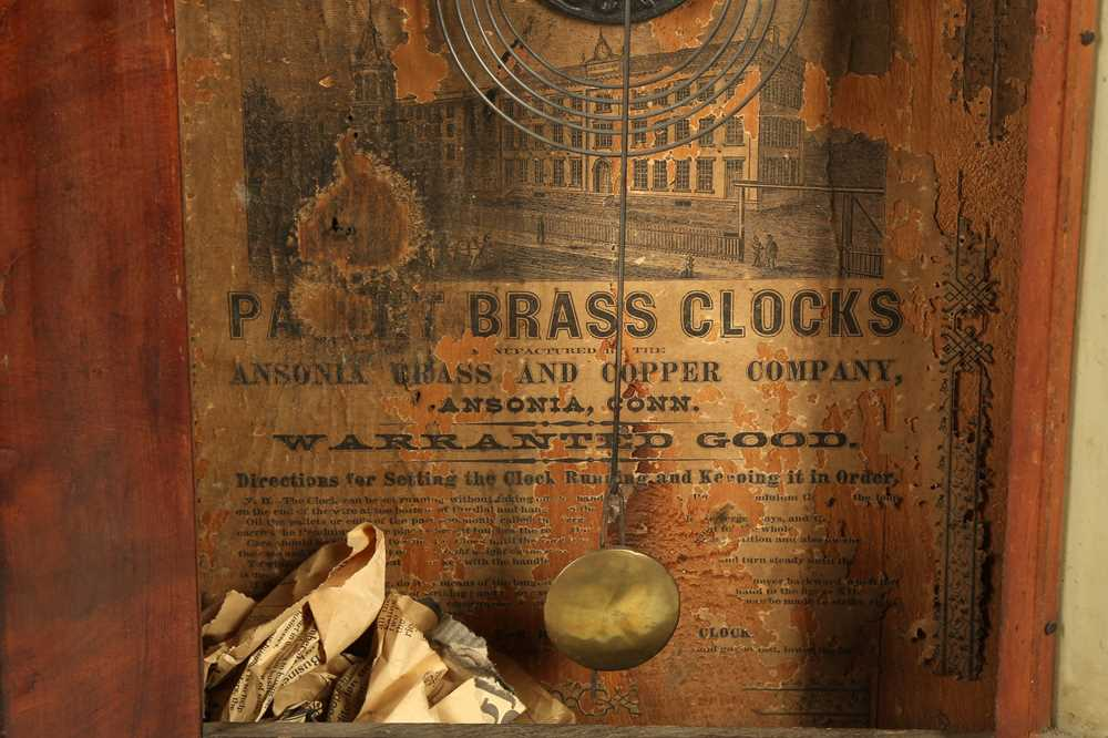 CLOCKS: AN AMERICAN WALL CLOCK BY THE ANSON BRASS AND COPPER COMPANY, LATE 19TH/EARLY 20TH CENTURY - Image 5 of 5