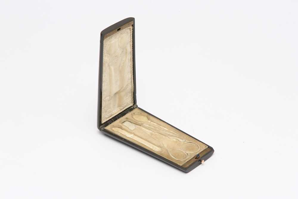 AN EARLY 20TH CENTURY FRENCH ART DECO SILVER MOUNTED IVORY CIGARETTE CASE, PARIS CIRCA 1910 BY JOSEP - Image 6 of 7