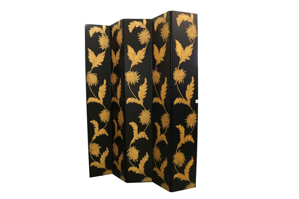 A BLACK LACQUERED FIVE PANEL SCREEN, LATE 20TH CENTURY