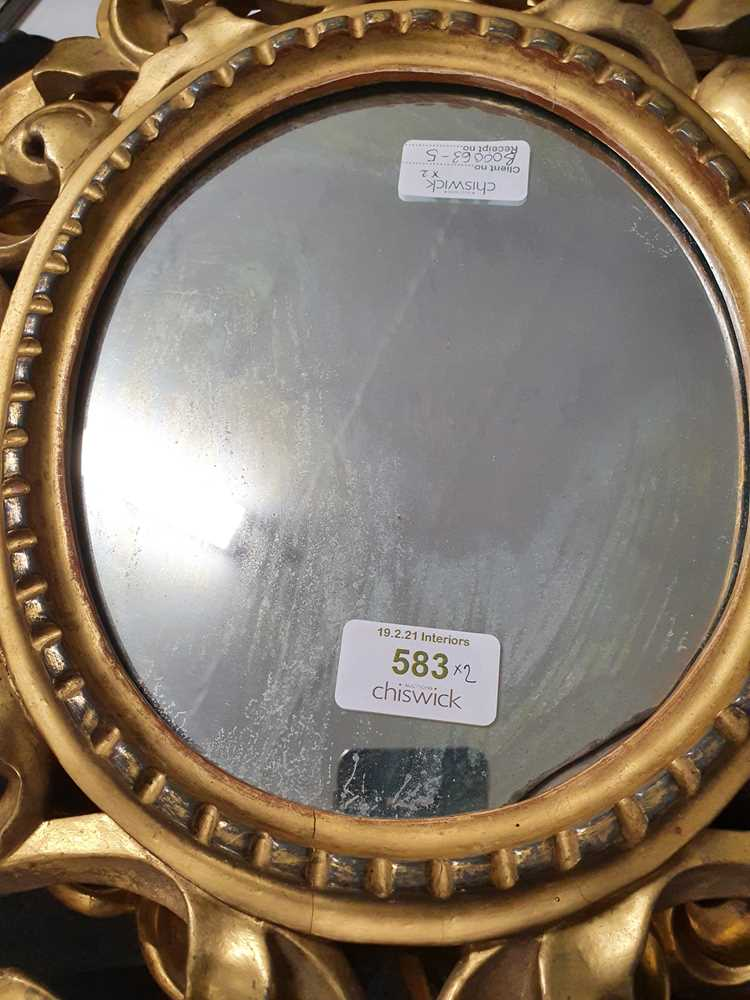 A PAIR OF ITALIAN FLORENTINE FRAME OVAL GILT WOOD MIRRORS, LATE 19TH/ EARLY 20TH CENTURY - Image 6 of 8
