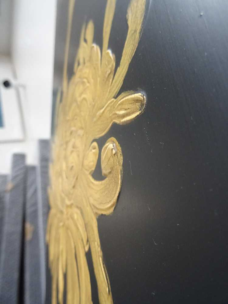 A BLACK LACQUERED FIVE PANEL SCREEN, LATE 20TH CENTURY - Image 5 of 10