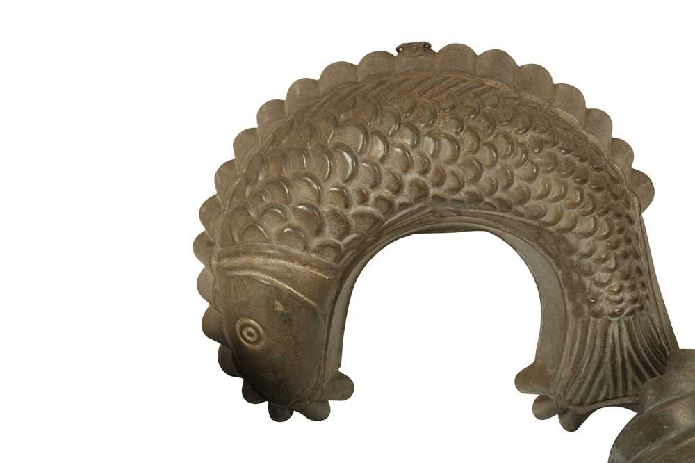 KITCHENALIA: A METAL JELLY MOULD IN THE FORM OF A CURLING FISH, LATE 19/EARLY 20Th CENTURY - Image 3 of 6