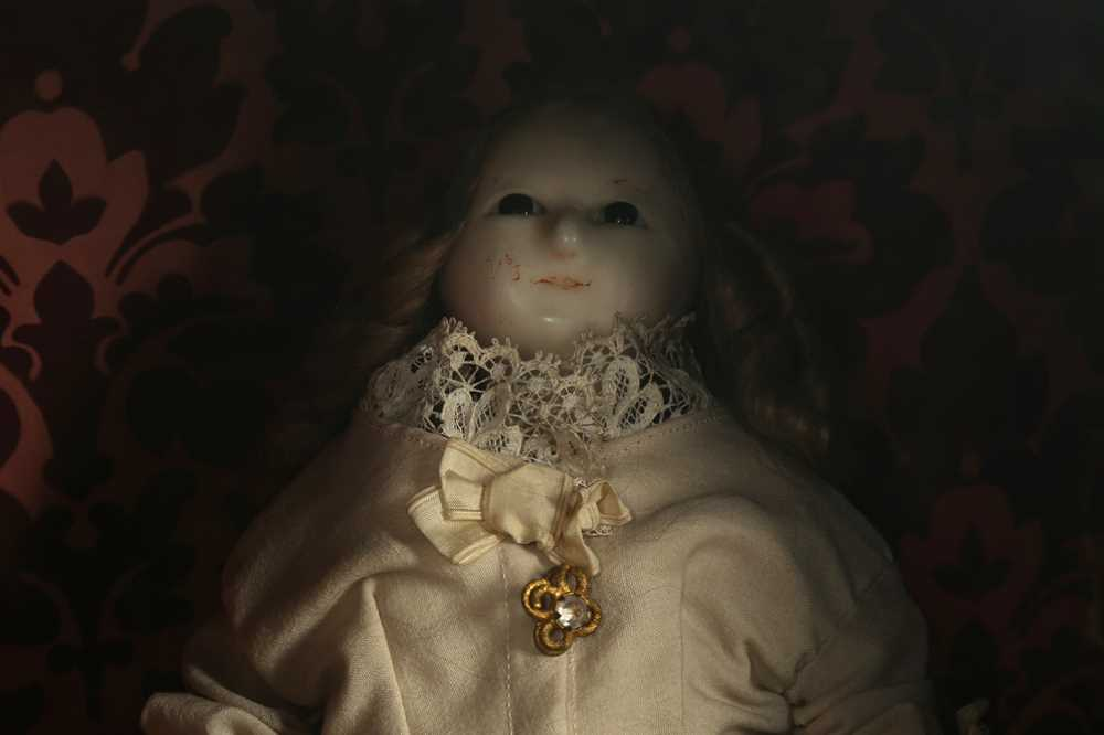 """DOLLS: A WAX HEADED """" MAD ALICE """" DOLL, PROBABLY 19TH CENTURY - Image 5 of 8"""