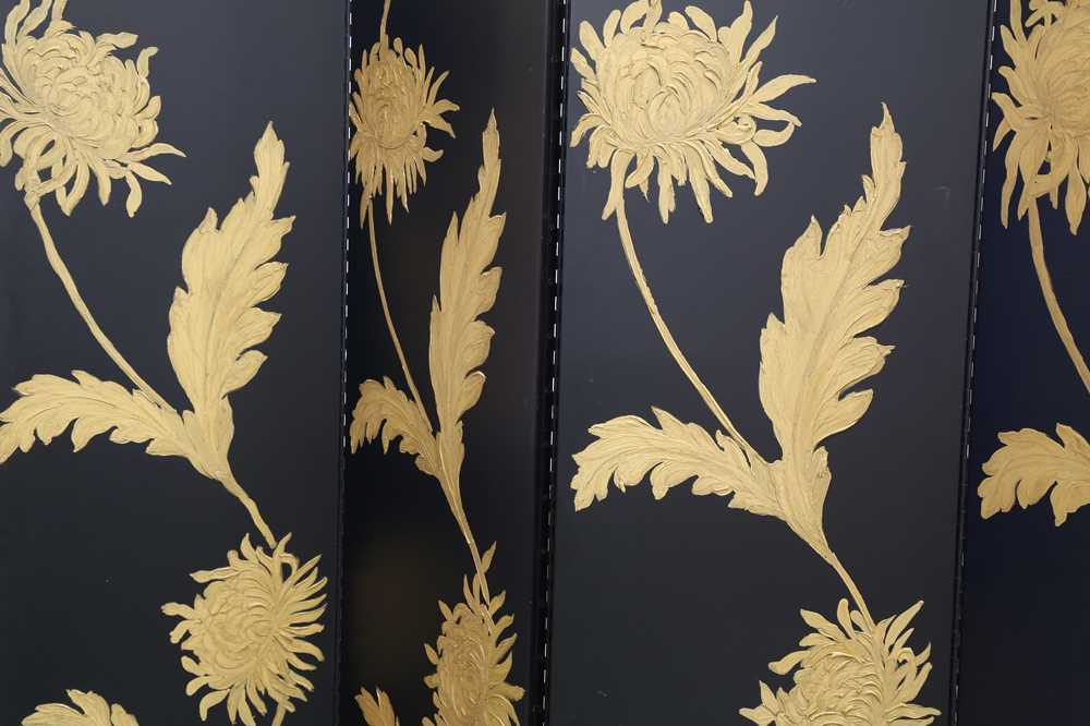 A BLACK LACQUERED FIVE PANEL SCREEN, LATE 20TH CENTURY - Image 2 of 10
