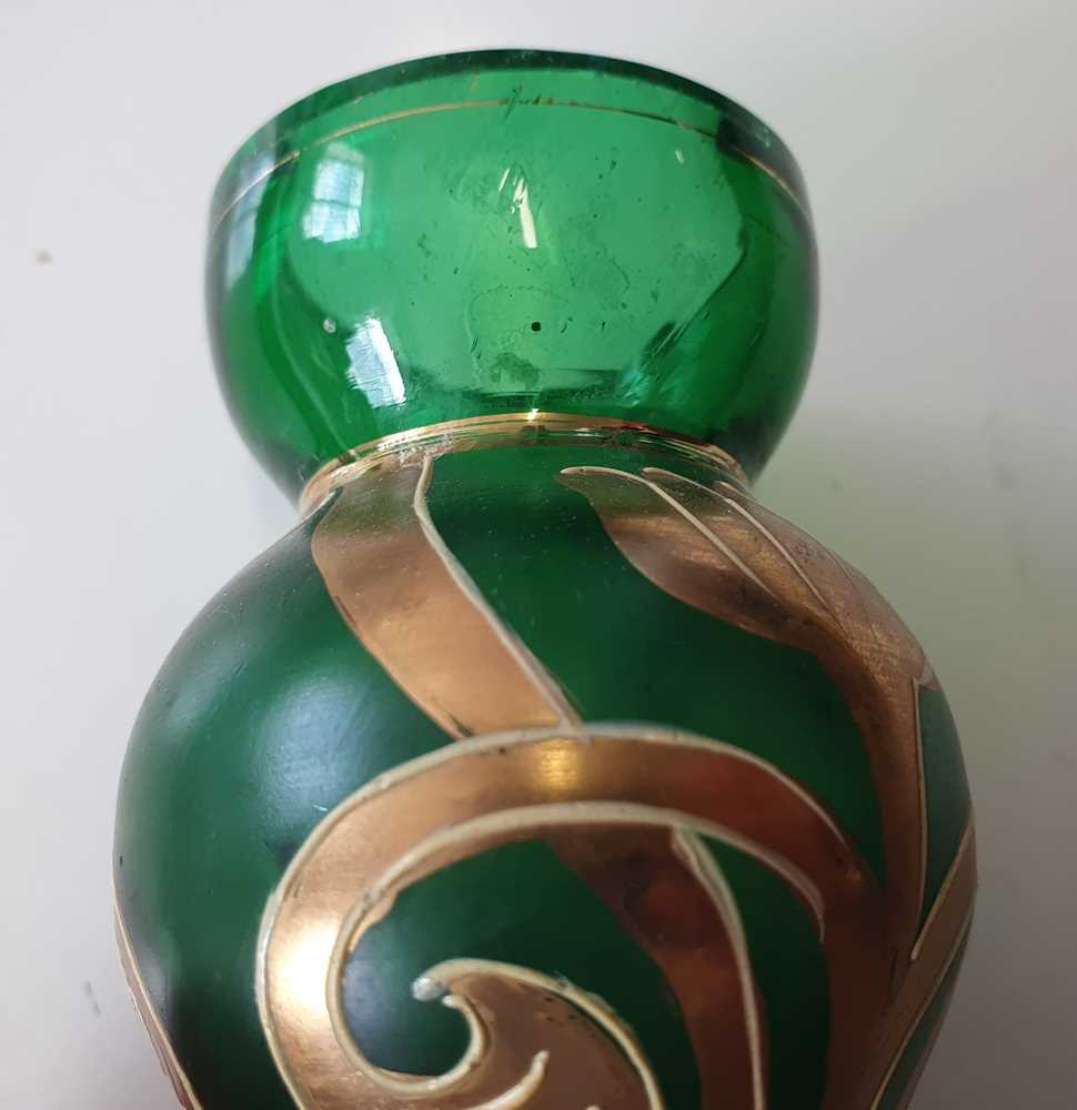A CONTINENTAL GREEN BOTTLE VASE, LATE 20TH CENTURY - Image 12 of 12