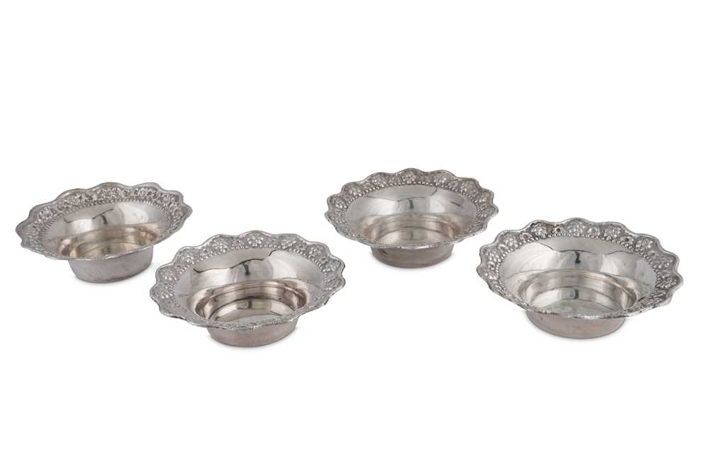 A SET OF FOUR MID-20TH CENTURY GREEK SILVER DISHES, CIRCA 1960 - Image 2 of 3