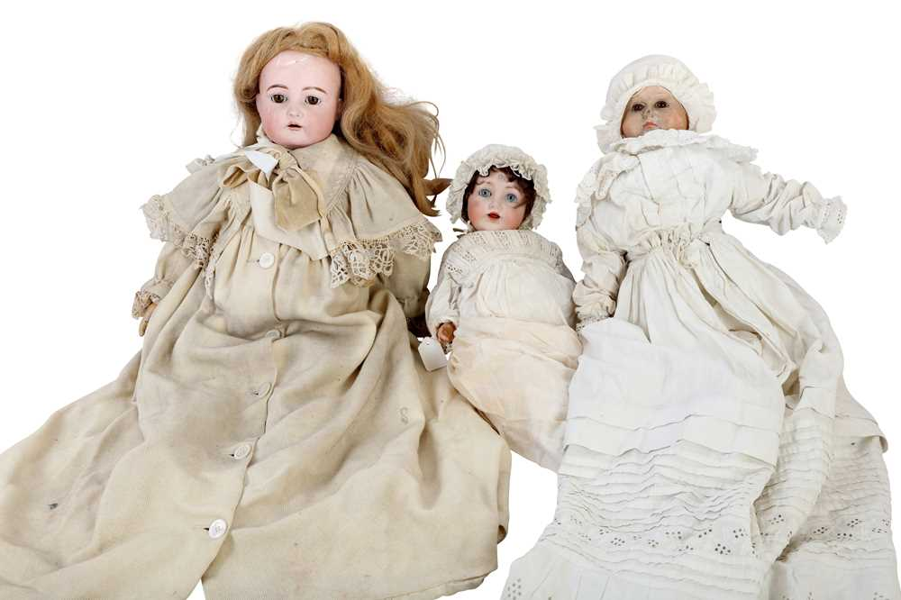 DOLLS: A GERMAN BISQUE HEAD DOLL, EARLY 20TH CENTURY