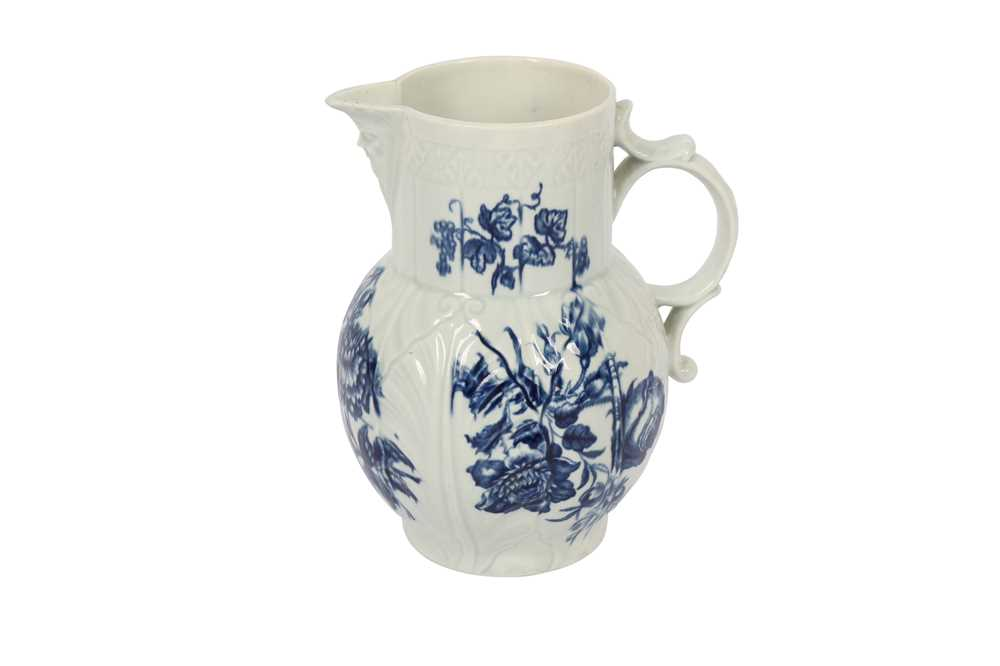 A WORCESTER PORCELAIN BLUE AND WHITE JUG,18TH CENTURY - Image 2 of 3