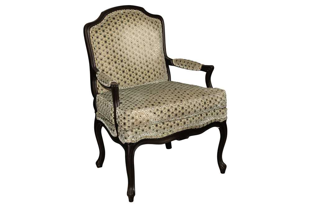 A FRENCH LOUIS XV STYLE EBONISED BEECH FAUTEUIL, LATE 20TH CENTURY