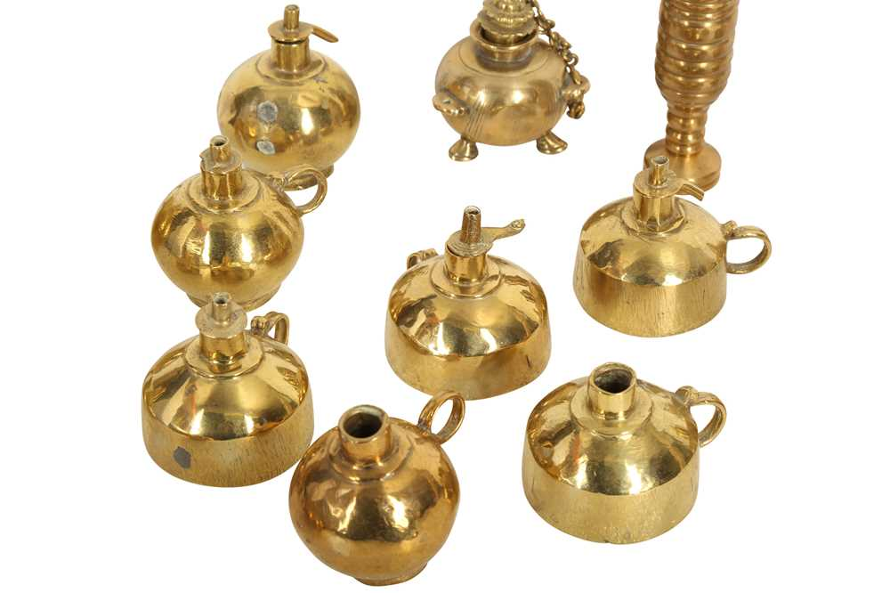 THIRTEEN BRASS OIL LAMPS AND A TUBULAR BRASS ELEMENT India, late 19th - 20th century - Image 2 of 2