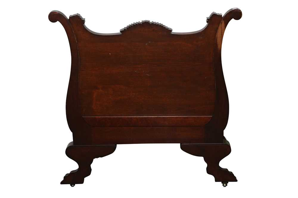 AN AMERICAN EMPIRE CARVED CHAIR - Image 2 of 5