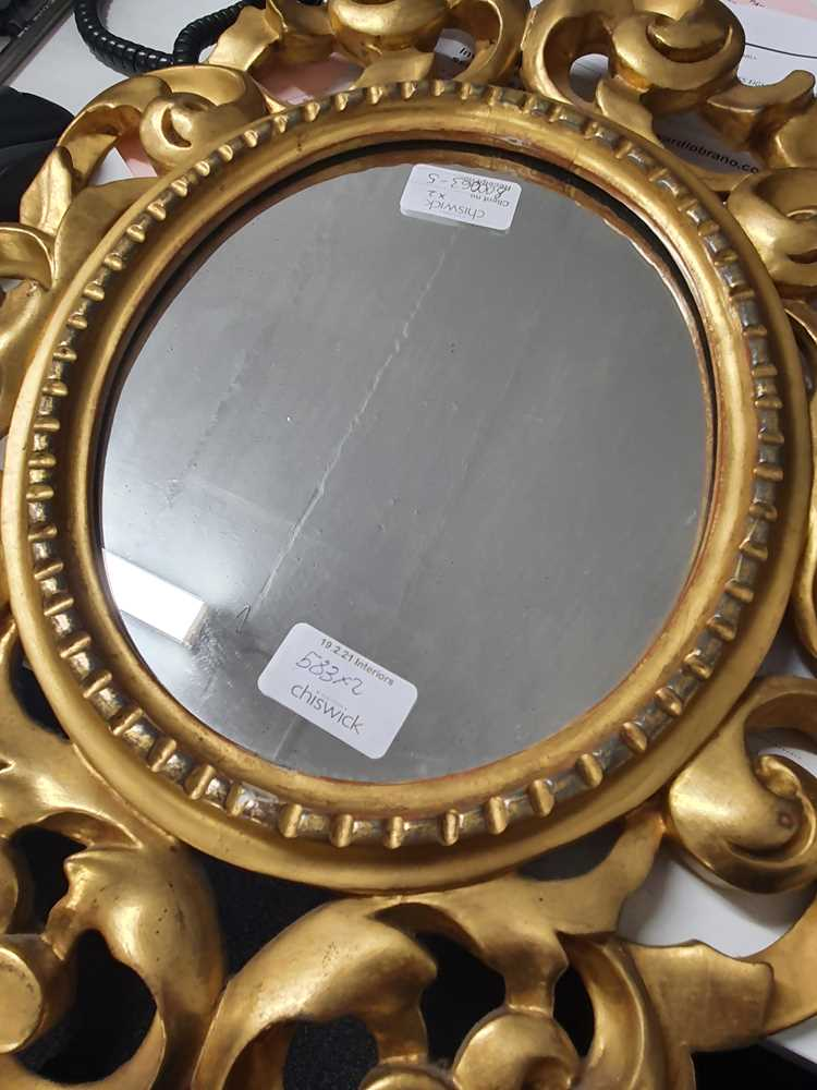 A PAIR OF ITALIAN FLORENTINE FRAME OVAL GILT WOOD MIRRORS, LATE 19TH/ EARLY 20TH CENTURY - Image 7 of 8