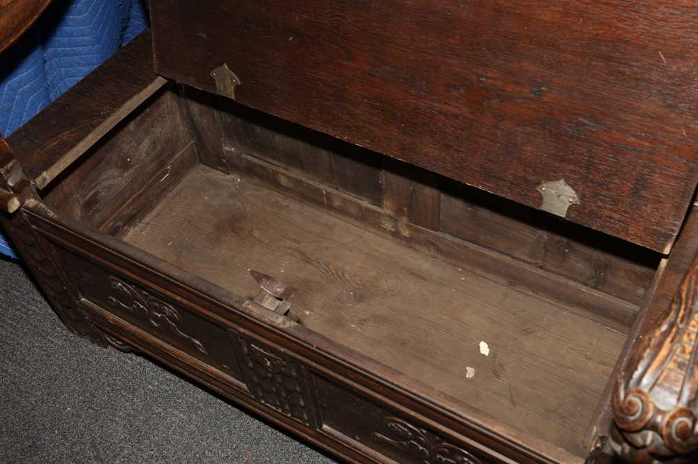 A CARVED OAK HALL SETTLE, CIRCA 1900 - Image 2 of 2