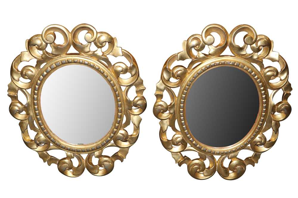 A PAIR OF ITALIAN FLORENTINE FRAME OVAL GILT WOOD MIRRORS, LATE 19TH/ EARLY 20TH CENTURY