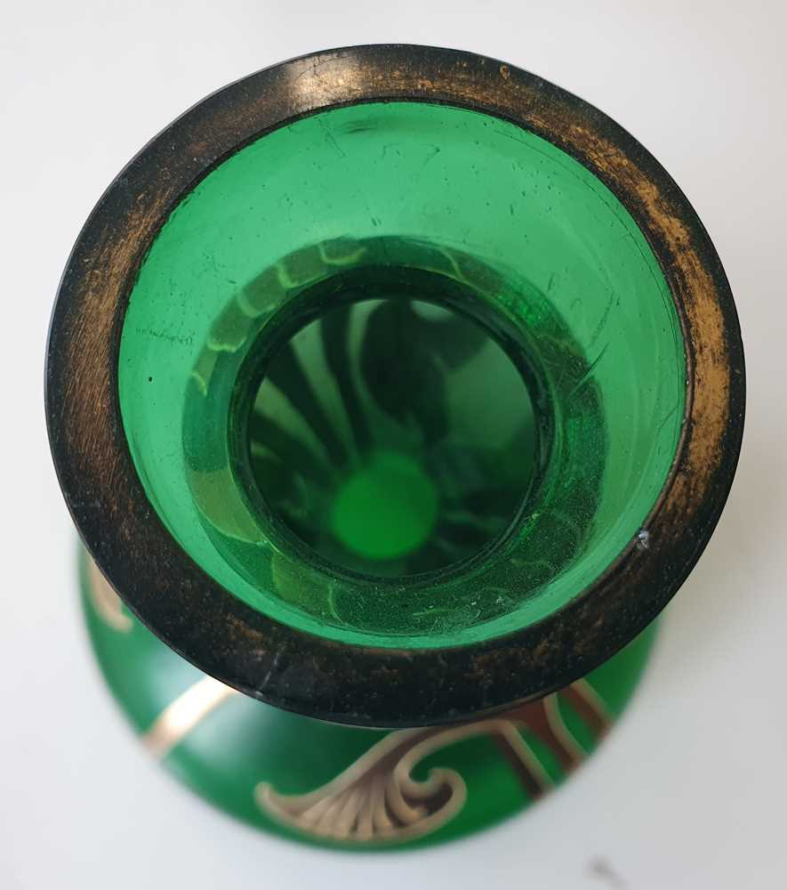 A CONTINENTAL GREEN BOTTLE VASE, LATE 20TH CENTURY - Image 11 of 12