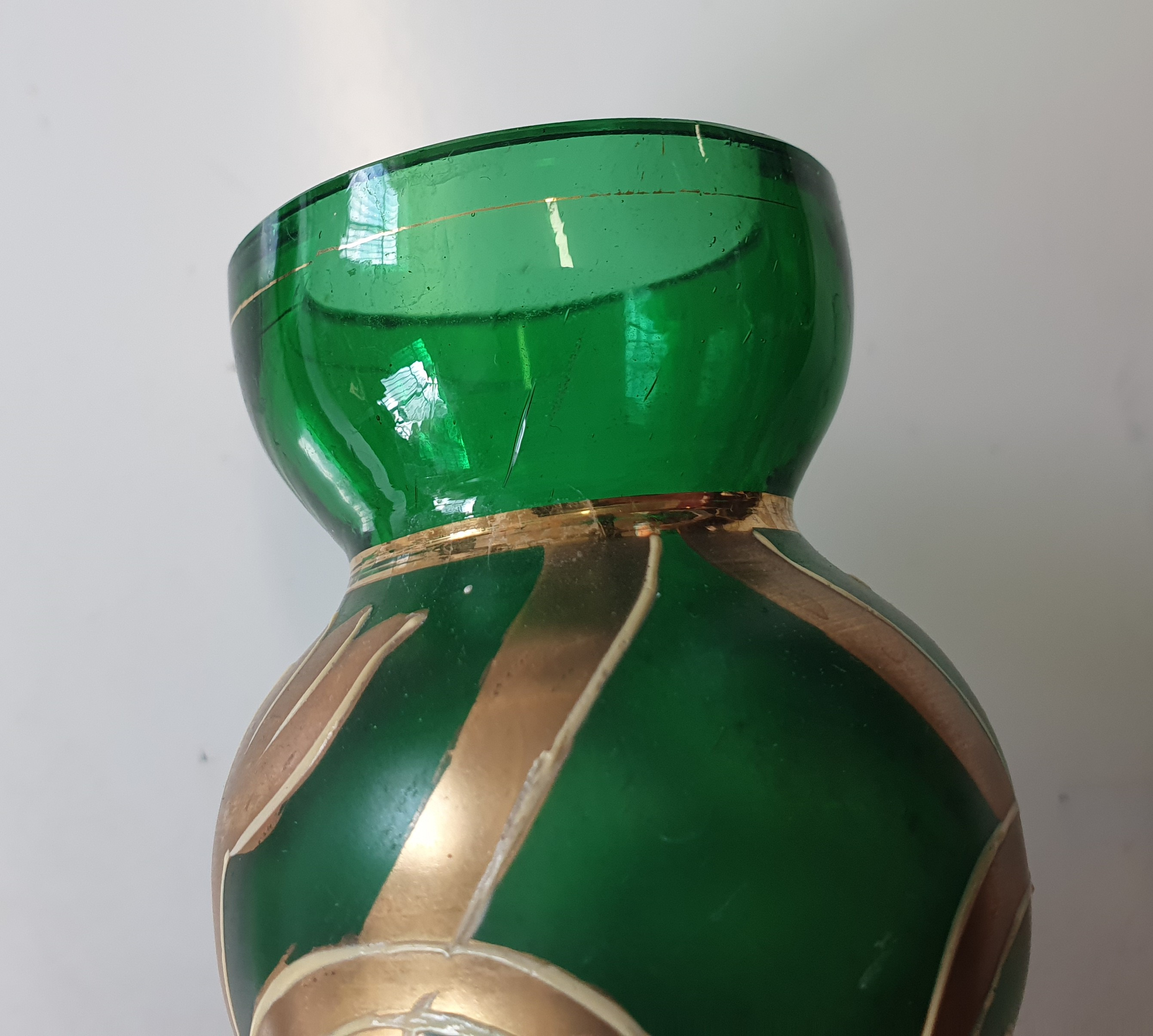 A CONTINENTAL GREEN BOTTLE VASE, LATE 20TH CENTURY