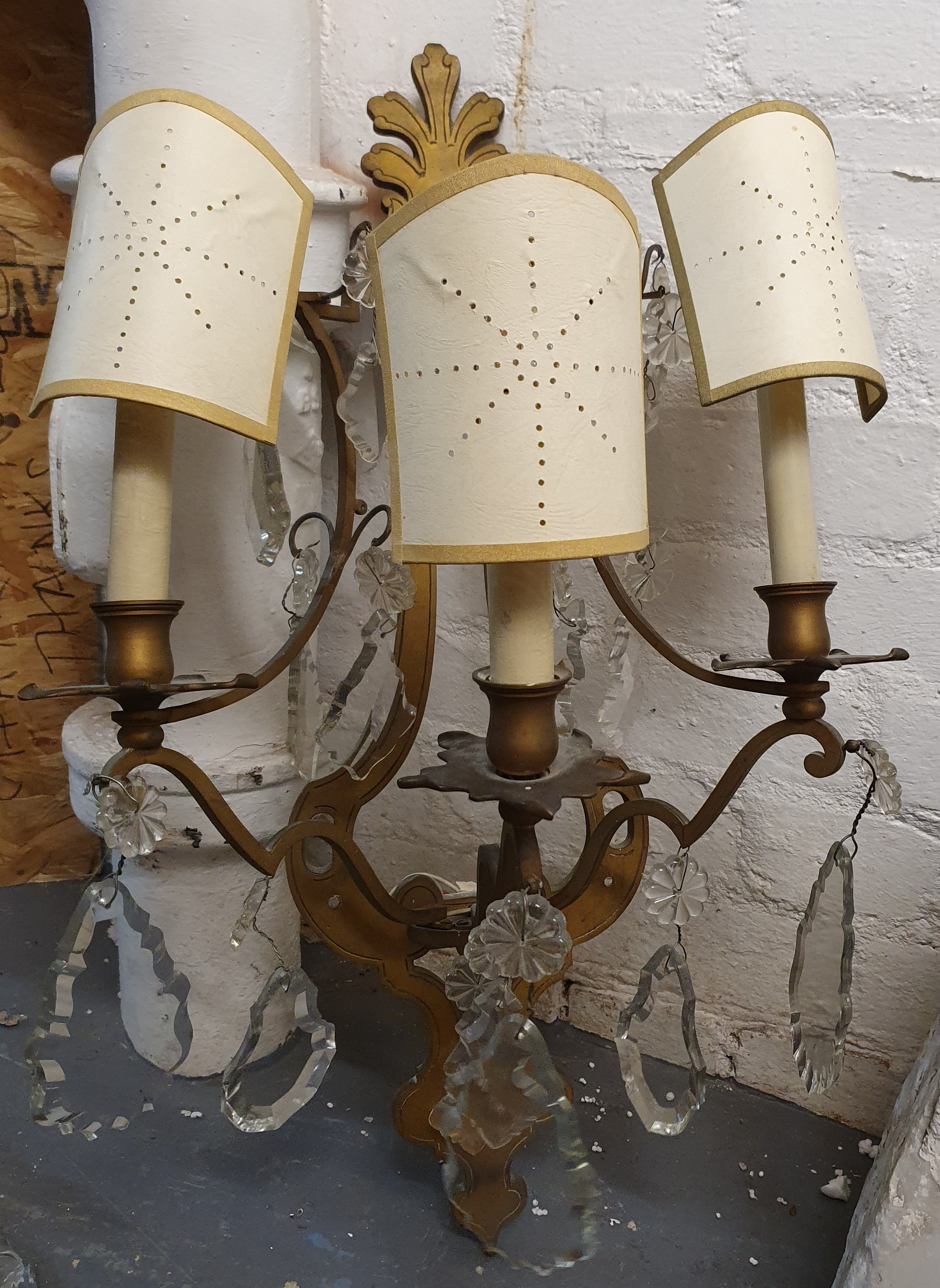 A PAIR OF FRENCH ORMOLU WALL SCONCES, LATE 19TH/ EARLY 20TH CENTURY