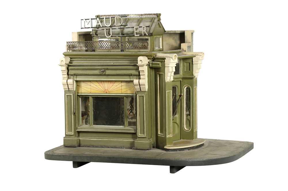 MODELS: A SCRATCH BUILT MODEL OF A FLORIST'S SHOP, 20TH CENTURY
