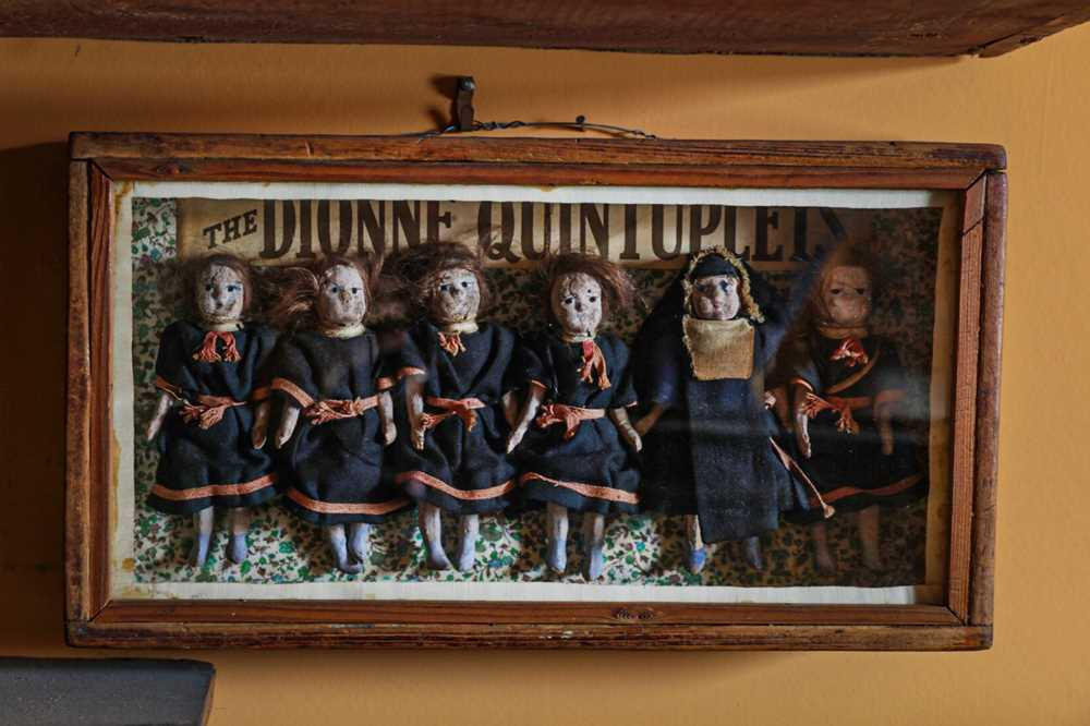 DIORAMA: AN ENGLISH DIORAMA OF THE DIONNE QUINTUPLETS - Image 5 of 5