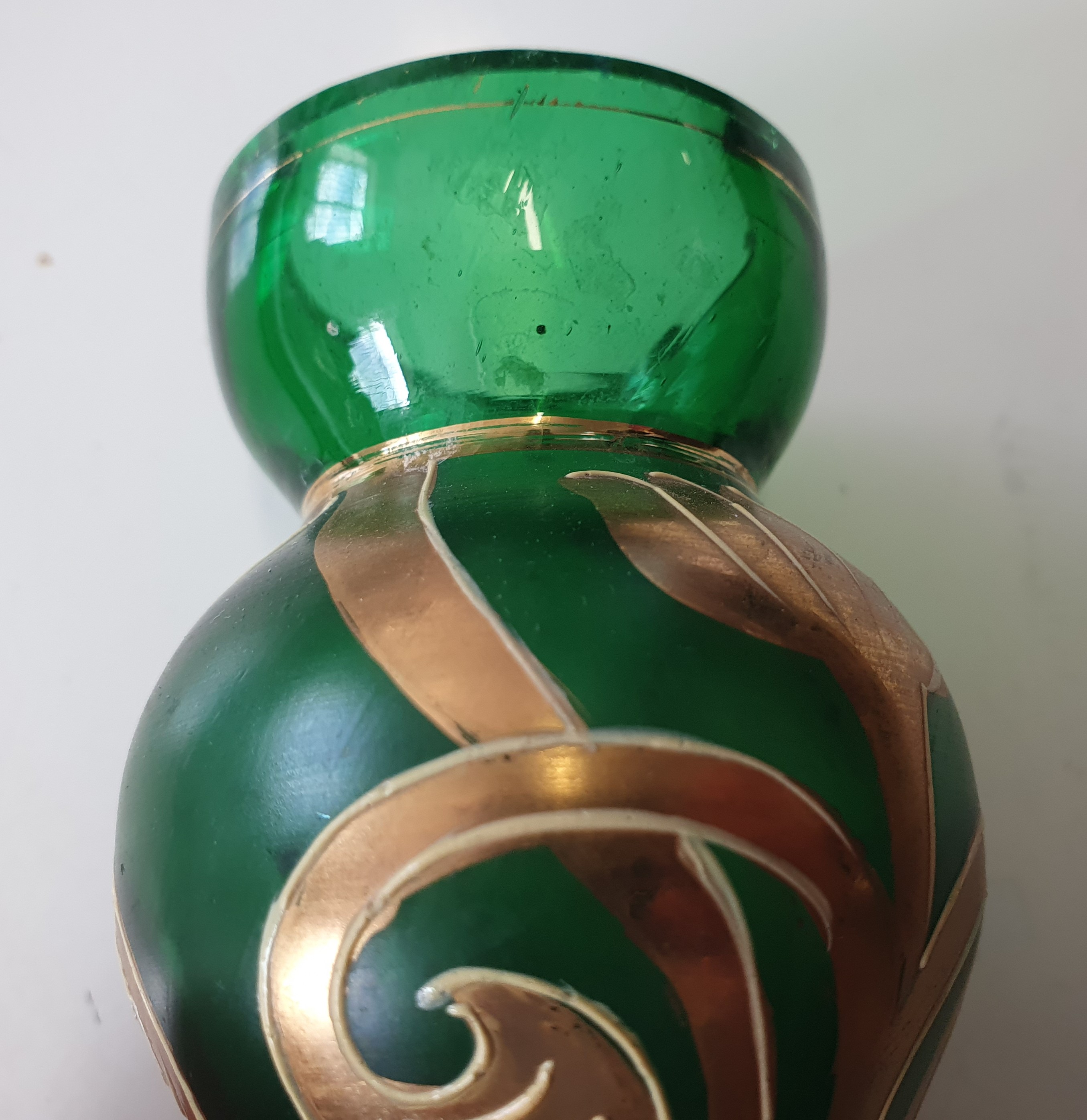 A CONTINENTAL GREEN BOTTLE VASE, LATE 20TH CENTURY - Image 3 of 12