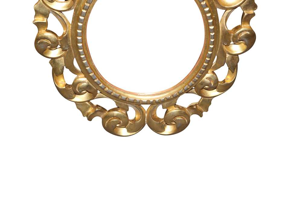 A PAIR OF ITALIAN FLORENTINE FRAME OVAL GILT WOOD MIRRORS, LATE 19TH/ EARLY 20TH CENTURY - Image 2 of 8