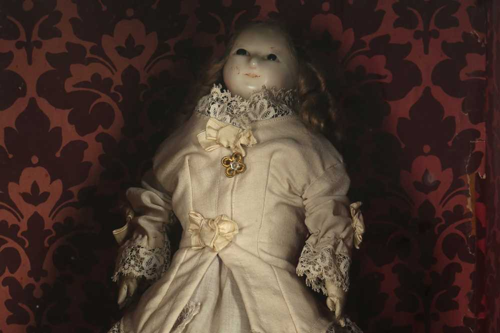 """DOLLS: A WAX HEADED """" MAD ALICE """" DOLL, PROBABLY 19TH CENTURY - Image 6 of 8"""