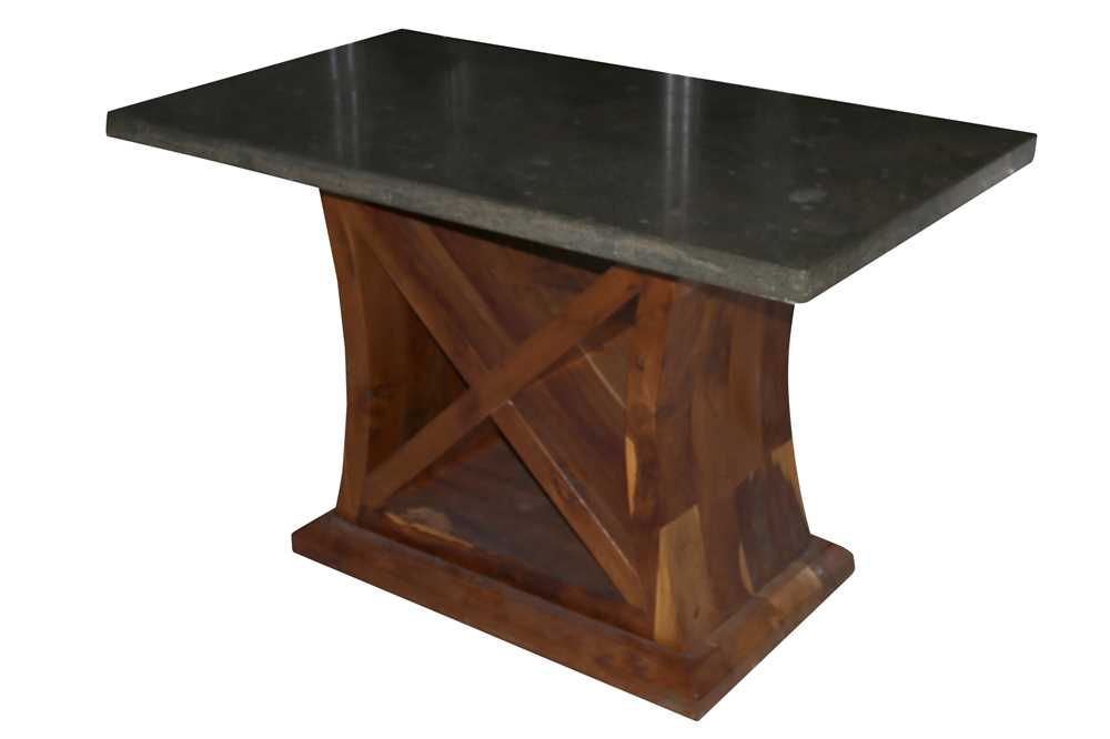 AN ART DECO STYLE GREEN MARBLE TOPPED TABLE WITH A YEW WOOD BASE, LATE 20TH CENTURY