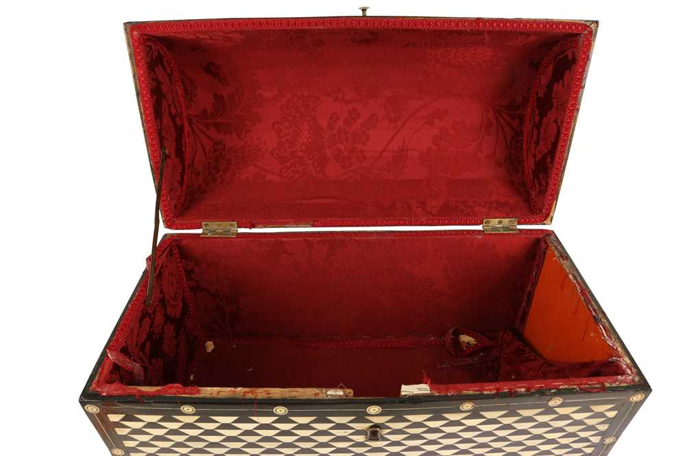 AN 18TH / 19TH CENTURY EBONY VENEERED AND BONE INLAID PARQUETRY ITALIAN CASKET (LOMBARDY) - Image 7 of 7