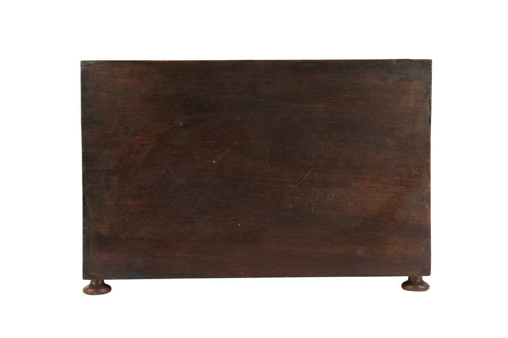 A LATE 17TH / EARLY 18TH CENTURY INDO-PORTUGUESE ROSEWOOD AND IVORY TABLE CABINET - Image 4 of 11
