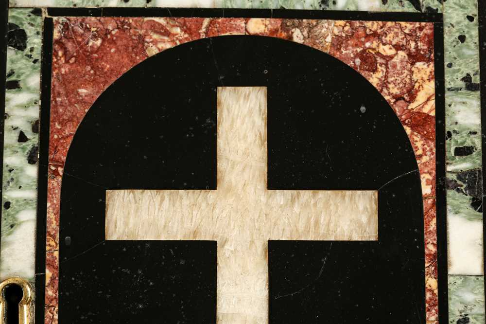 A 17TH CENTURY PIETRE DURE PANEL OF A CROSS WITH SKULL SET IN A TABERNACLE DOOR - Image 2 of 5
