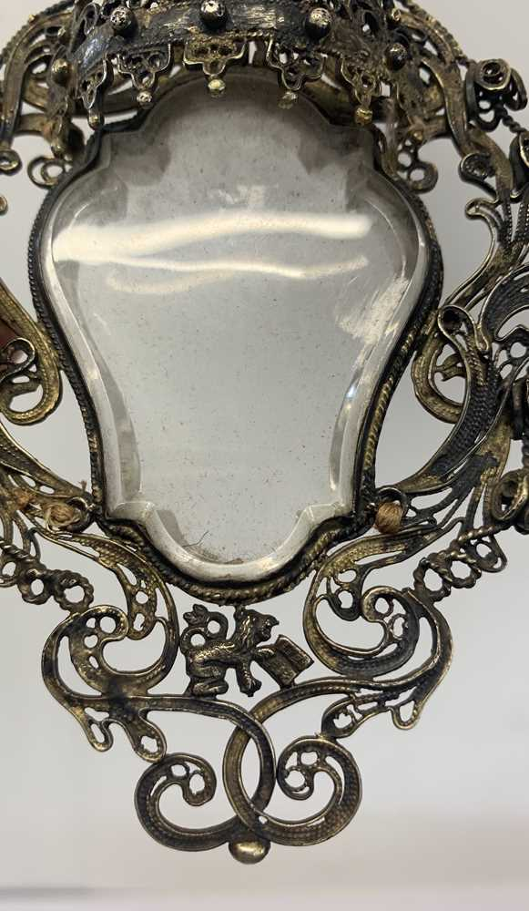 A 17TH CENTURY VENETIAN GILT METAL AND ROCK CRYSTAL RELIQUARY PENDANT - Image 4 of 7